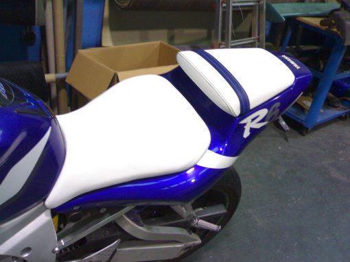 varios tapizados de asientos de moto