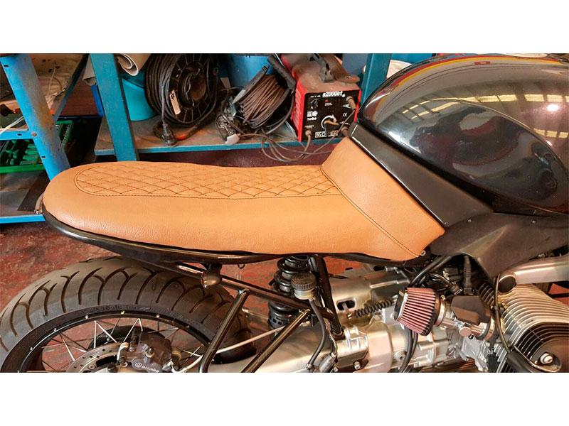 Tapicer as tabasco tapizado de motos for Tapiceria de asientos de moto