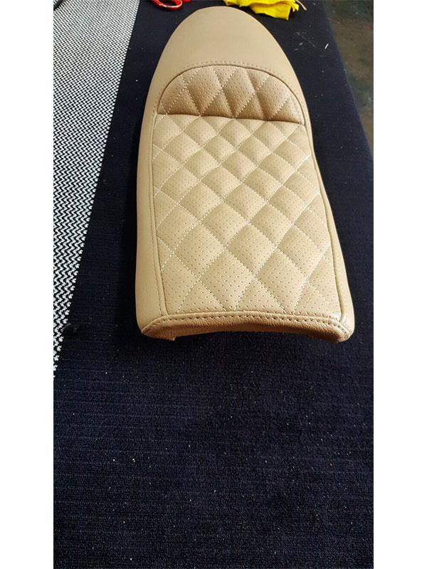 Tapicer as tabasco tapizado asiento de moto beige for Tapiceria de asientos de moto